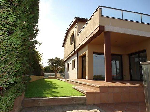 Exclusive new construction house for sale in S'Agaró, less than 1 km from Sant Pol beach and with se